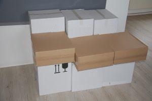 Kartonstapel in meiner Wohnung